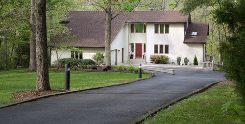 Sealcoat your driveway in Jenison MI